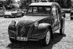 Voiture Citroen 2CV de vintage Photo stock