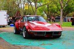 Voiture classique de Corvette au salon automobile de bons garçons Images stock
