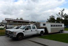 Voiture-collectes pour le transport des chevaux au centre de Moscou images libres de droits