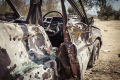Voiture détruite d'explosion dans le cours de formation de police Images libres de droits