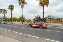 Voiture d'équipe dans l'action à la La Vuelta photos stock