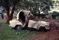 Voiture d'ambassadeur détruite dans l'accident photos libres de droits