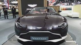 Voiture d'Aston Martin Vantage sur l'affichage à la trente-cinquième expo internationale de moteur de la Thaïlande banque de vidéos