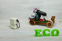 Voiture d'eco de pot-pourri avec la décharge la pompe images stock