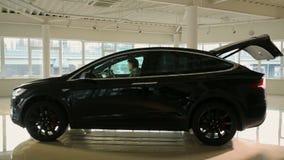 Voiture d'Elecrtic, model X de Tesla banque de vidéos