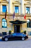 Voiture d'hôtel et de luxe au soleil Images libres de droits