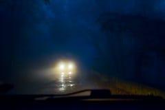 Voiture dans le brouillard Photo stock