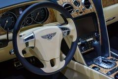 Voiture de Bentley New Flying Spur sur l'affichage au salon de l'Auto de LA. Photos libres de droits