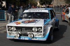 Voiture de course historique de Fiat 131 Abarth pendant la course Image stock