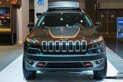 Voiture de Jeep Cherokee Trailhawk sur l'affichage au salon de l'Auto de LA. Photos stock