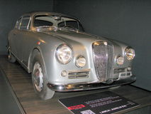 Voiture de Lancia, exhibée au Musée National des voitures Photos stock
