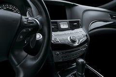 Voiture de luxe à l'intérieur Intérieur de voiture moderne de prestige Voiture geLuxury automatique à l'intérieur Intérieur de vo photo libre de droits