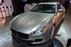 Voiture de Maserati Quattoporte sur l'affichage au salon de l'Auto de LA. Photos libres de droits