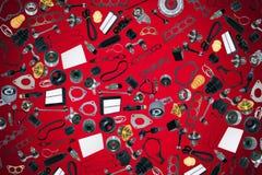 Voiture de pièces de rechange sur le fond rouge Photos libres de droits