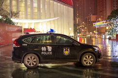 Voiture de police chinoise gardant dans Whan, Chine Images stock