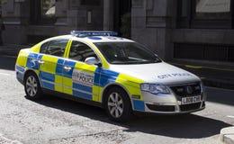 Voiture de police stationnaire de ville images libres de droits