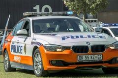 Voiture de police sud-africaine BMW - Front Angled View - avec des lumières dessus photographie stock libre de droits