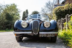 Voiture de sport de Jaguar de noir de cru photographie stock