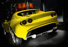 Voiture de sport jaune Photo stock