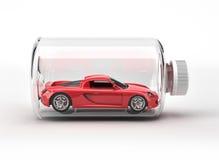 Voiture de sport rouge fermée à l'intérieur d'une bouteille. Photographie stock libre de droits