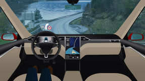 Voiture Driverless sur la route Photos stock