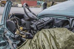 Voiture endommagée par collision photos libres de droits