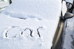 Voiture enterrée sous la neige Photographie stock