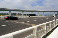Voiture expédiant sur le pont de yanwu Photo libre de droits
