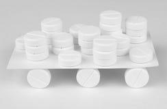 Voiture faite maison de jouet faite à partir des pilules Image stock