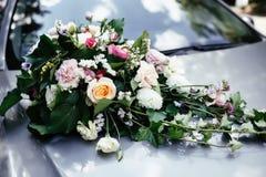 Voiture florale de décorations Photographie stock libre de droits