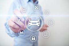 Voiture intelligente, véhicule d'AI, carte à puce Symbole de la voiture et de l'icône Communication sans fil moderne et concept d photo libre de droits