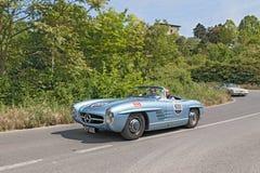 Voiture Mercedes Benz (1955) de vintage en Mille Miglia 2014 Photo stock