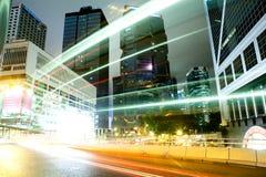 Voiture mobile avec la lumière de tache floue Photographie stock