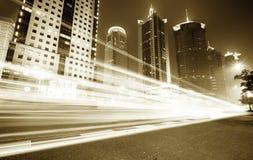 Voiture mobile avec la lumière de tache floue Photographie stock libre de droits