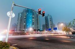Voiture mobile avec la lumière de tache floue Photos libres de droits