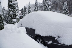 Voiture sous la neige Photographie stock