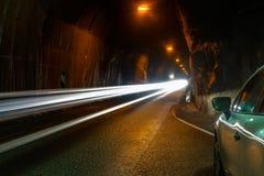 Voiture passant par dans un tunnel sous les montagnes Péninsule de Trollaskagi, Islande Photographie stock