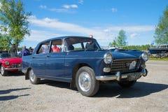 Voiture Peugeot 404 1964 v sur l'exposition et le défilé des voitures de vintage Kerimyaki, Finlande Image libre de droits