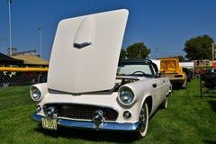 Voiture reconstituée par Ford Thunderbird 1956 Images libres de droits