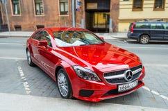 Voiture rouge moderne de Mercedes La Russie, St Petersburg, juin 2017 photographie stock