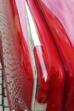 Voiture rouge, plan rapproché avec l'amortisseur arrière et lumière arrière Photos stock