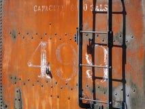 Voiture rouillée d'offre de locomotive images stock