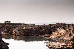Voiture solitaire sur un Ridge Photographie stock