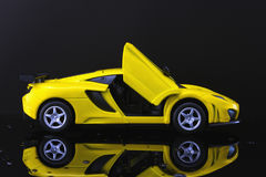 Voiture superbe jaune Photographie stock