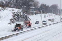 Voiture sur I-95 dans le Connecticut après la tempête 2015 Photo libre de droits