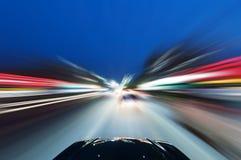 Voiture sur la route avec le fond de tache floue de mouvement Photo libre de droits