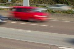 Voiture sur la route dans la tache floue de mouvement Image libre de droits