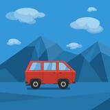 Voiture sur la route de montagne Photos libres de droits
