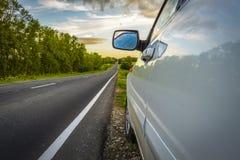 Voiture sur le bord de la route Image libre de droits