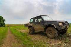 voiture 4x4 sur le champ Image libre de droits